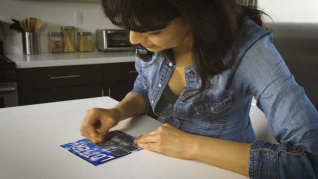 frau spielt die lotterie - lotto stock-videos und b-roll-filmmaterial