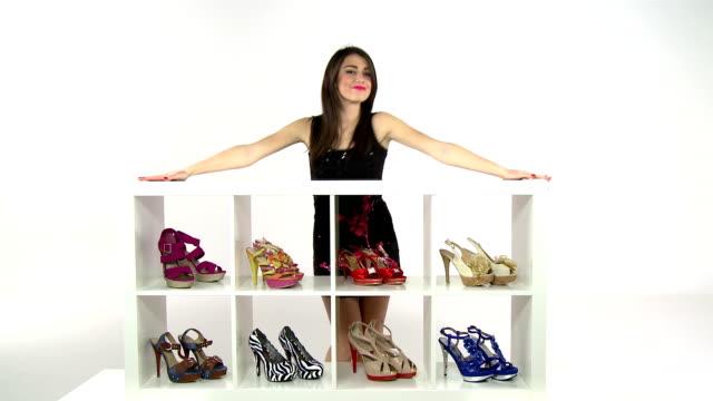 woman posing with her shoes - spendera pengar bildbanksvideor och videomaterial från bakom kulisserna