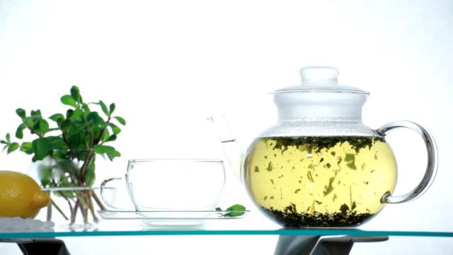 stockvideo's en b-roll-footage met tl woman preparing herbal chinese tea - camelia white