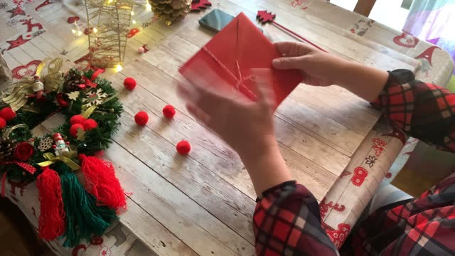 vídeos de stock e filmes b-roll de woman putting a christmas card into an envelope, holidays and celebrations concept - christmas card