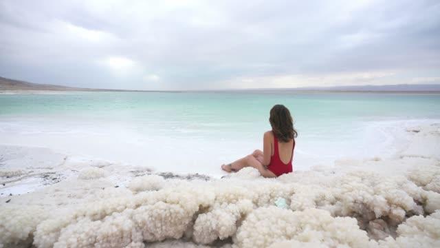 woman resting near dead sea - соль минерал стоковые видео и кадры b-roll