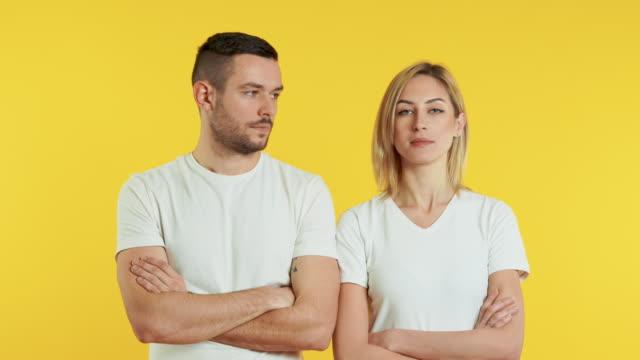 woman say no man say yes on yellow background - negacja filmów i materiałów b-roll