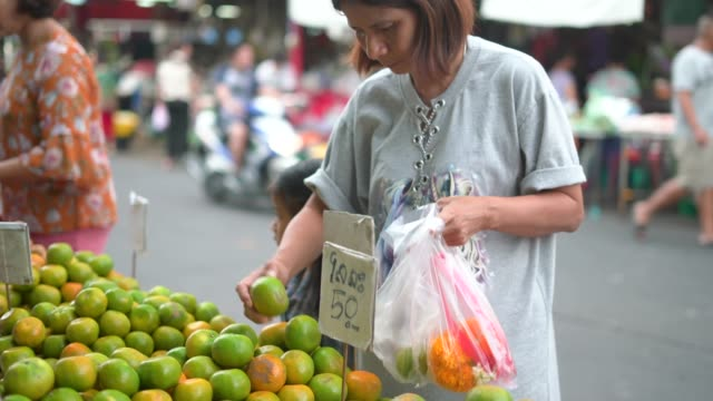 Woman shopping oranges from the local market
