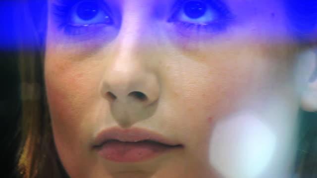 여자 쇼핑 (hd 1080 - 10초 이상 스톡 비디오 및 b-롤 화면