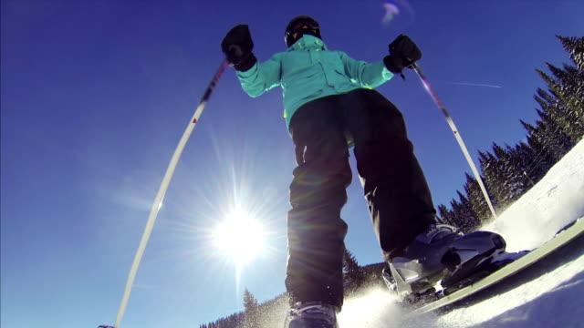 pov donna sciatore - sci freestyle video stock e b–roll