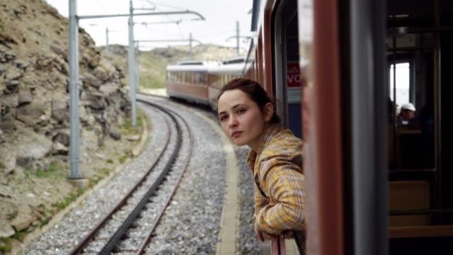 stockvideo's en b-roll-footage met vrouw reizen in gornergrat trein - matterhorn
