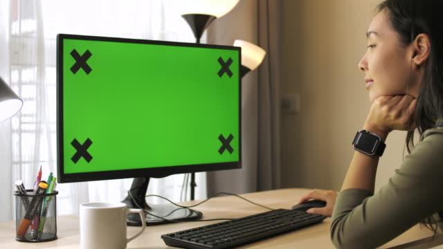 woman using computer green screen at home - schermo video stock e b–roll