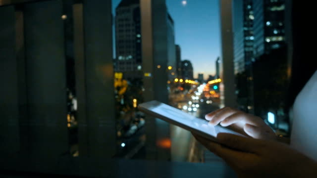 woman using digital tablet at night - progettare video stock e b–roll