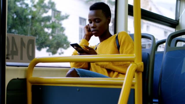 kvinna med mobiltelefon när de reser i buss 4k - south africa bildbanksvideor och videomaterial från bakom kulisserna