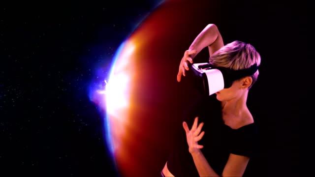 vídeos de stock e filmes b-roll de woman using virtual reality glasses. fighting with force shield - escudo