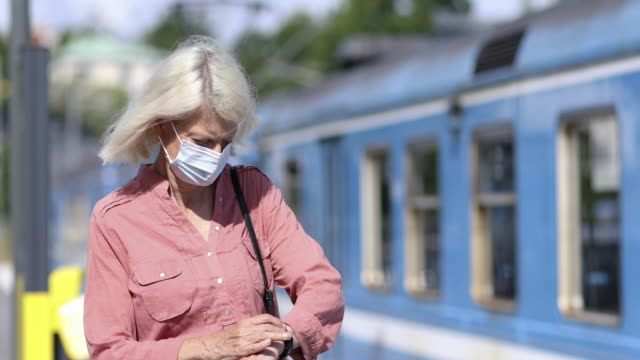 kvinna väntar på tåg - waiting for a train sweden bildbanksvideor och videomaterial från bakom kulisserna