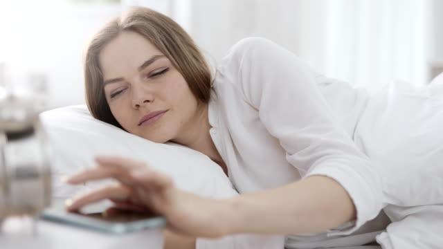 stockvideo's en b-roll-footage met vrouw wakker en alarm uitschakelen - alarm, home,