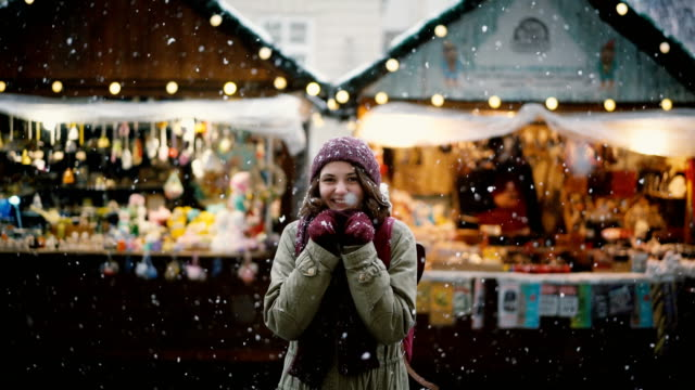woman walking on christmas market - vacanze video stock e b–roll