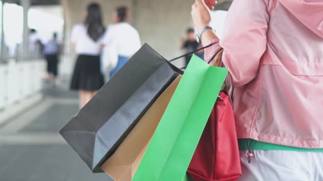 woman walking with shopping bags,slow motion - borsa della spesa video stock e b–roll