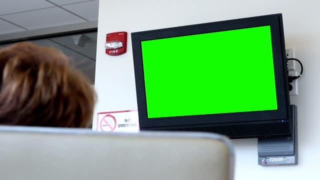 Woman watching green screen TV in nursing home or hospital - vídeo