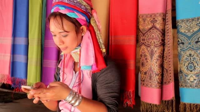 женщина в традиционной с мобильный телефон в которой в деревне - burma home do стоковые видео и кадры b-roll