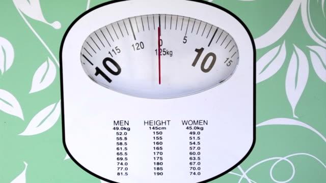 stockvideo's en b-roll-footage met woman weight controlling test - slank