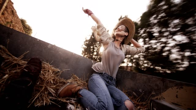 woman with friend in the back of a pick-up truck - cowgirl video stock e b–roll