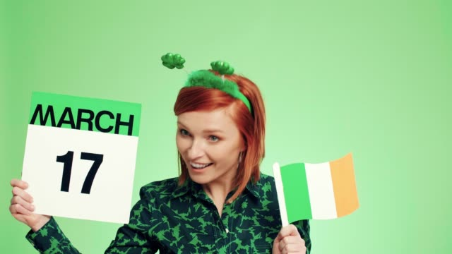 woman with irish flag celebrating saint patrick's day - marzo video stock e b–roll