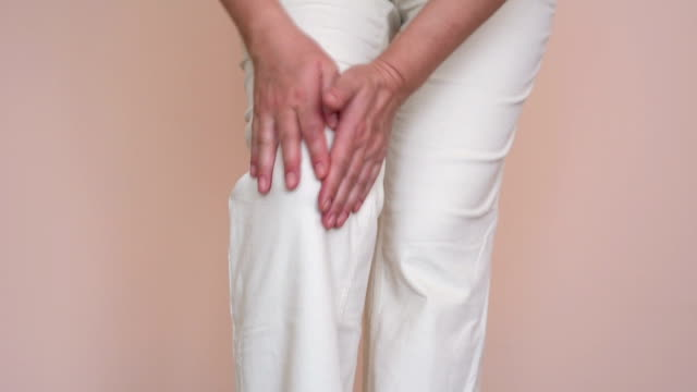 Woman with knee pain video