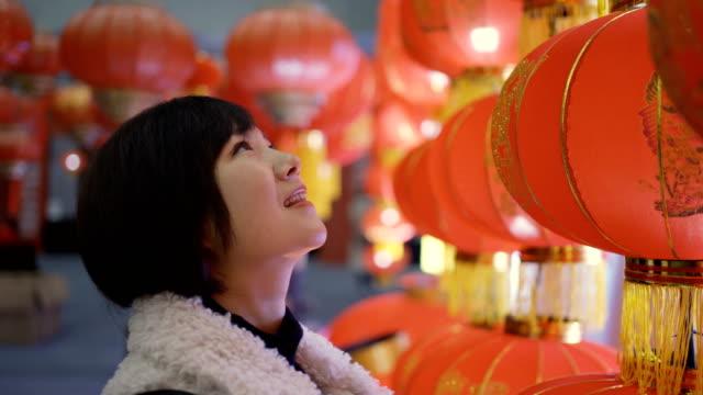 woman with lanterns for celebrate chinese spring festival - китайский фонарь стоковые видео и кадры b-roll