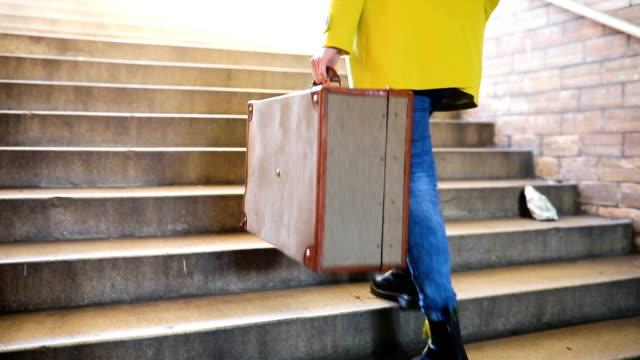 woman with suitcase - donna valigia solitudine video stock e b–roll