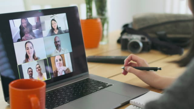 woman working at home on a web chat meeting - virtual meeting filmów i materiałów b-roll