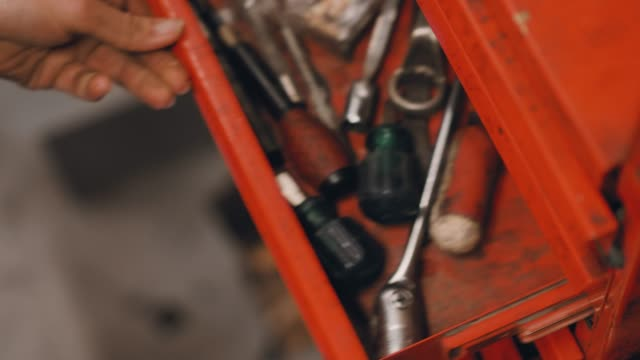 woman working in a repair workshop - narzędzie do pracy filmów i materiałów b-roll