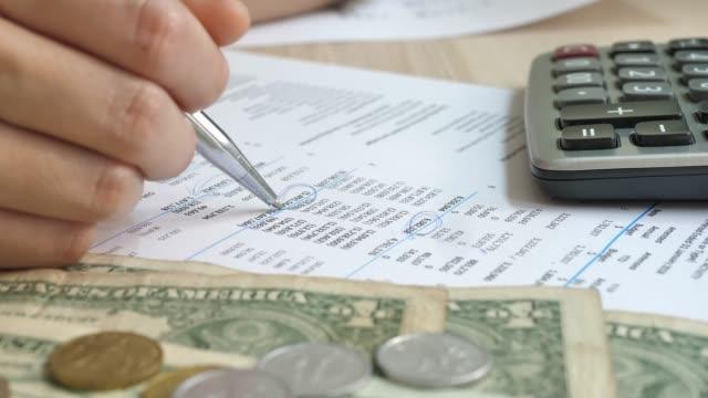 woman working on financial reports - contabilità video stock e b–roll