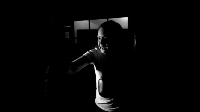 女性のボクシング トレーニング ビデオ