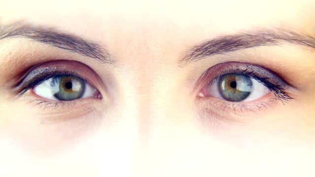 donna di occhi-macro - due oggetti video stock e b–roll