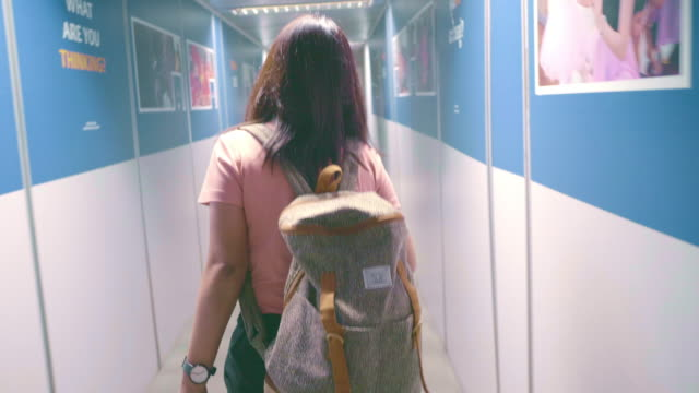 women arriving at the airport - donna valigia solitudine video stock e b–roll