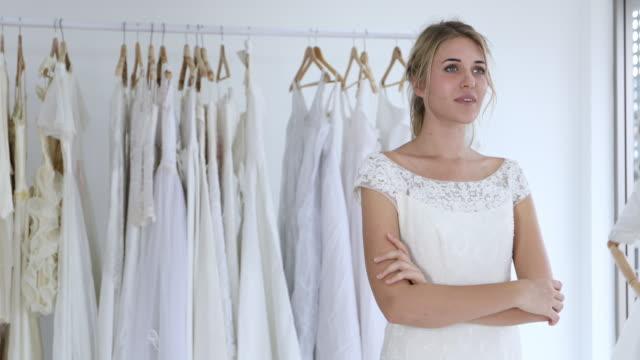 women Beautiful bride smiling and happy Wedding - vídeo