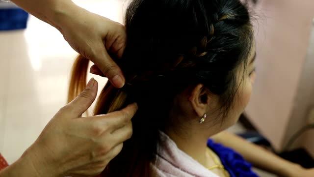 女性編組ヘアスタイルの美容院 ビデオ
