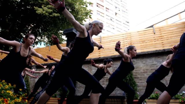 women enjoying to exercise together - donna forzuta video stock e b–roll