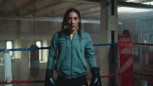 Mulheres no ringue de boxe - vídeo