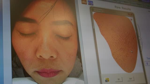 mujeres con la cara problemática sobre el examen médico - vídeo