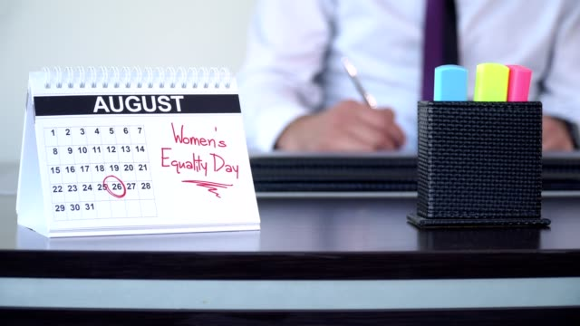 kvinnodagen jämställdhet - calendar workout bildbanksvideor och videomaterial från bakom kulisserna