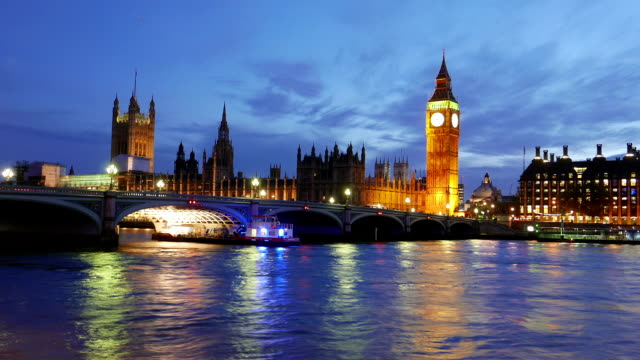 wonderful day to night time-lapse of westminster and big ben london in 4k - inghilterra sud orientale video stock e b–roll