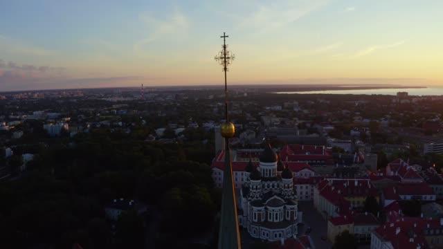 tallinn, estonya harika bir akşam doğal yaz panoraması. - estonya stok videoları ve detay görüntü çekimi