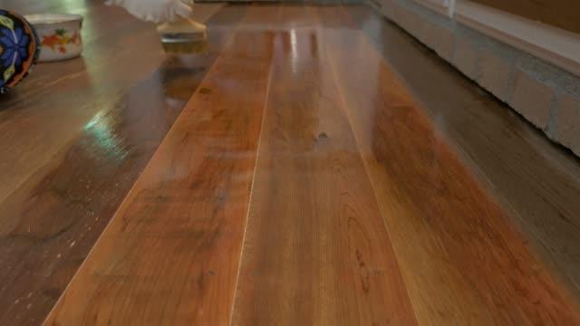 wood coating. - poliuretano polimero video stock e b–roll
