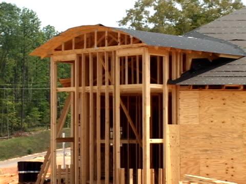 legno costruzione della montatura - feltro video stock e b–roll