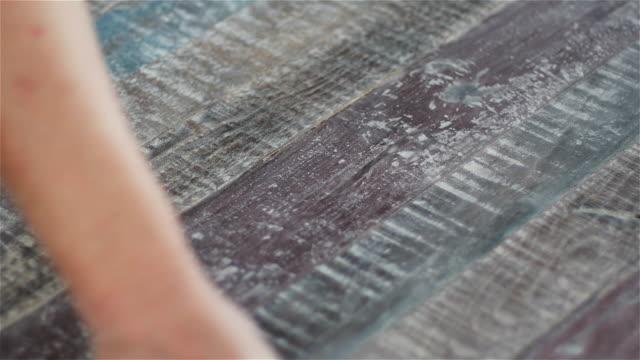 木製パネルの手やすり - 板点の映像素材/bロール