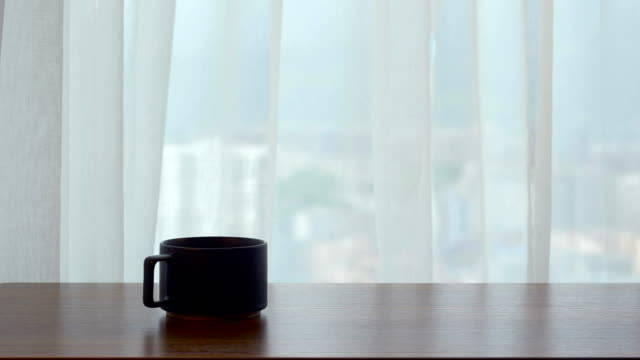 stockvideo's en b-roll-footage met houten tafel met koffie kopje voor venster - photography curtains