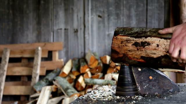 woodcutting 機 slo -mo ます。 - 薪点の映像素材/bロール