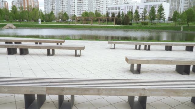 池塘的木凳 - 枝 植物部分 個影片檔及 b 捲影像