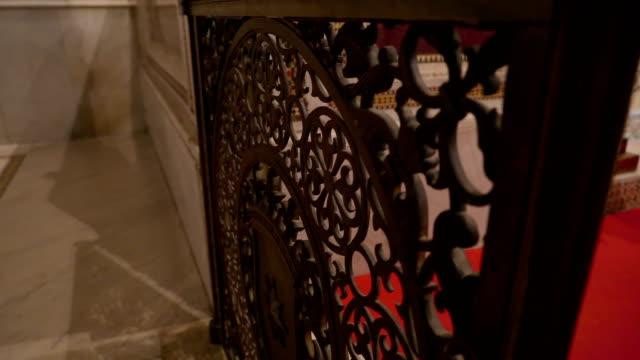 シチリア島パレルモの大聖堂の内部の木製の国境 - モンレアーレ点の映像素材/bロール
