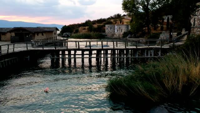 ponte di legno sul lago - full hd format video stock e b–roll