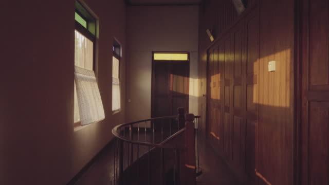 stockvideo's en b-roll-footage met ws houten huis. - photography curtains