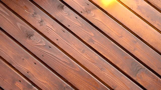 木製の板と板の背景には、あなたのテキストがゆっくり回転するため回転して 4 k と - 板点の映像素材/bロール